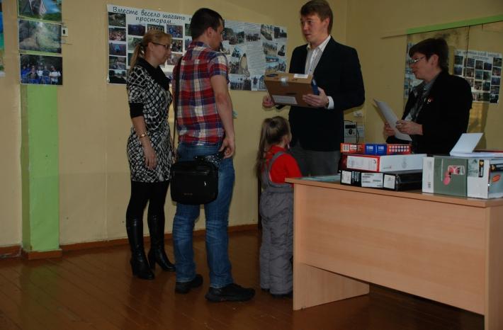 награждение победителей проводит начальник управления туризма В.В. Токмянин