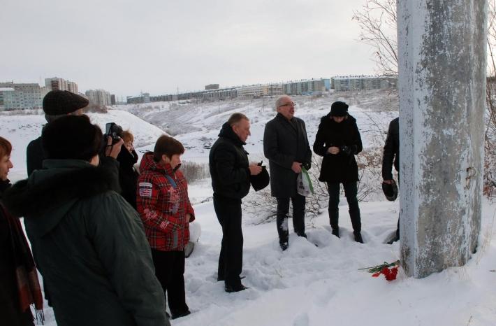 Возложение цветов к памятному знаку польским гражданам, погибшим в Воркутлаге
