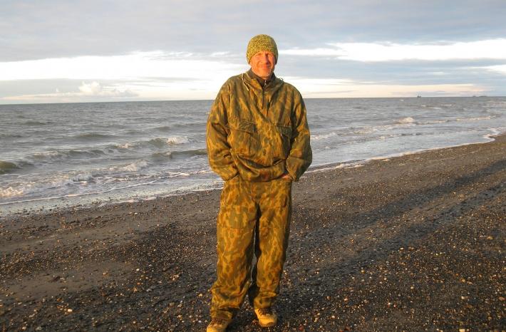 Геннадий Марковский на пустынном берегу Карского моря