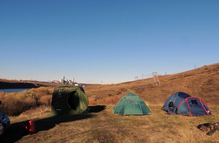 Палатки - в походе они служат домом для туристов