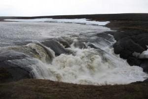 Водопад на реке Хальмер-Ю