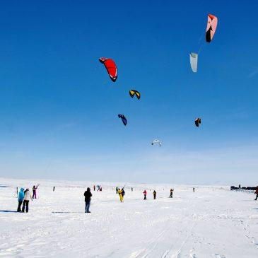 В Воркуте состоялись соревнования по сноукайтингу «Восемь ветров»