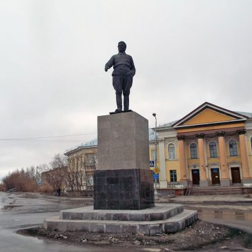 Скульптурный памятник Сергею Мироновичу Кирову