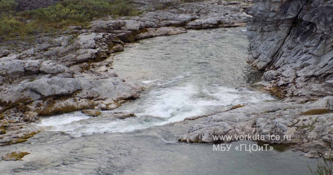 Порог на реке Нияю перед гротом